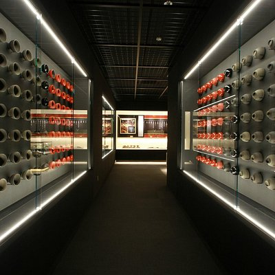製作工程を133個の椀で表現する資料展示室