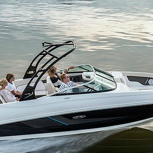 24' Sea Ray Sun Deck - The Perfect Boat for Family & Friends