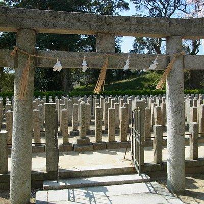 この中央の真ん中に松陰先生の碑。台座だけが少し高い。