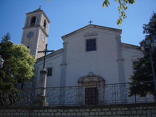 L'imponente facciata della Chiesa Madre di Santo Stefano Quisquina