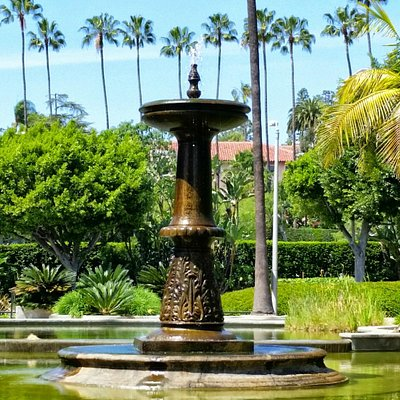 Fountain with the Beverly Hills Hotel behind.