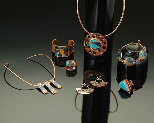 Finas artesanías en lapislázuli