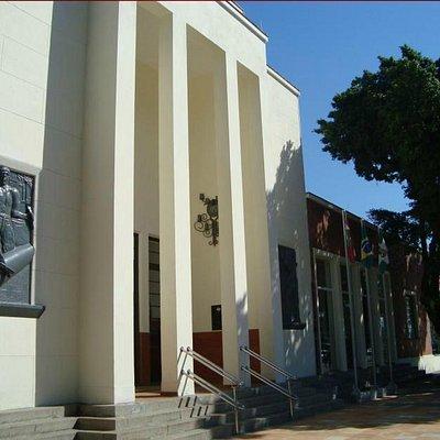 Fachada frontal da antiga Estação Ferroviária, atual Museu da Paz
