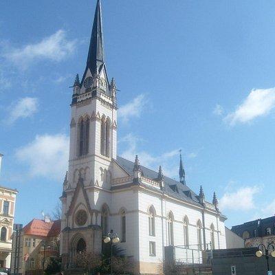 Kostel Cirkve Ceskoslovenske Husitske s Farou