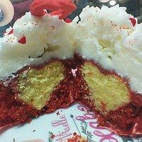 Red velvet cupcake con cuore nascosto