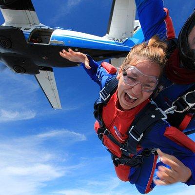 Tandem Skydive 4.000 m, 100 % adrenalin ! Tandemový desko ze 4000 m.
