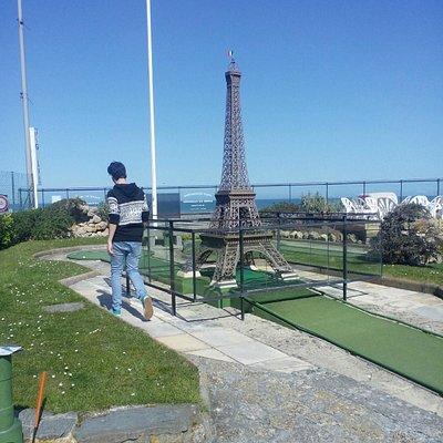 Nombreux monuments reproduits sur ce mini golf : très joli !