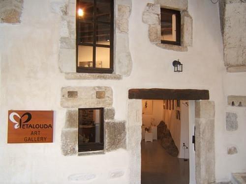 Petalouda Art Gallery was founded in 1998 by Guy Pouzol.