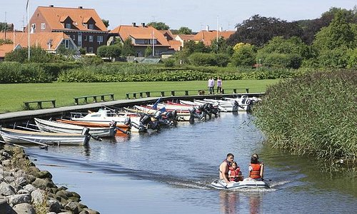 der er mulighed for at tage en sejltur på Sæby å
