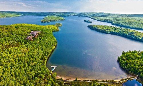 Le majestueux lac Sacacomie
