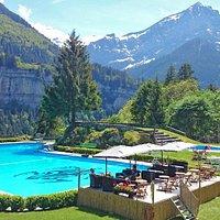 Piscine extérieure chauffée en été. (piscine intérieure ouverte à l'année)