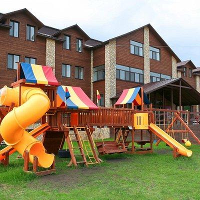 гостиница и детский городок летом