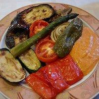 Verduras a la plancha con salsa romescu