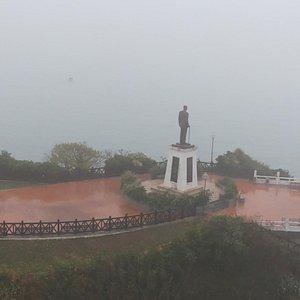 蔣公像在台灣島上