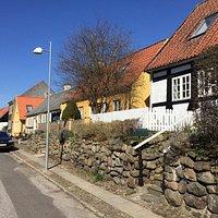 Byens ældste gade med huse fra 1500-tallet.