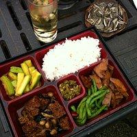 簡單味美的盒飯