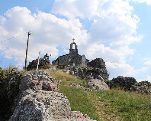 De beklimming naar het kerkje