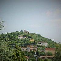 San Rocchetto no topo da colina