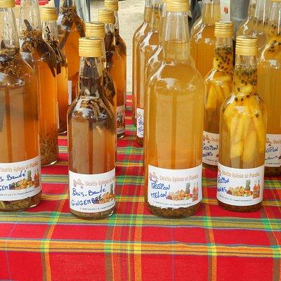 Punch vu au  marché de sainte-anne guadeloupe