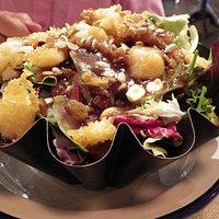 Ensalada de tempura de bacalao