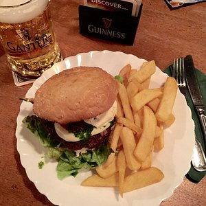 Italian Burger (beef, mozzarella, garlic and pesto)