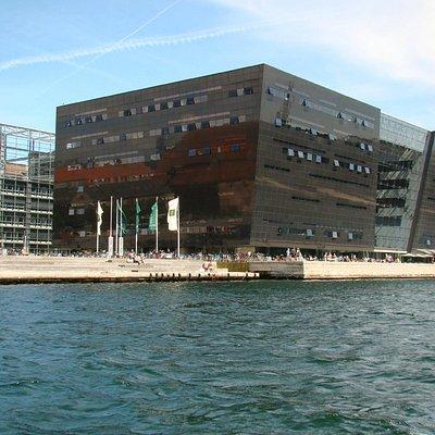 Biblioteca vista durante passeio de barco