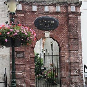 Voormalige ingang van de synagoge.