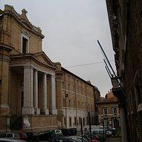 prospetto laterale della chiesa del Gesù