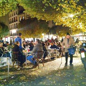 noite madrilena na Plaza de San Ilde