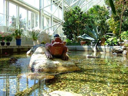 2015.04 小さな池もあり涼しげな水音を立てている