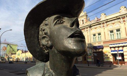 Памятник Турист