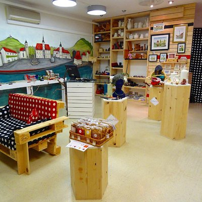 Slovenian arts&crafts shop, free WI-FI, sofa..