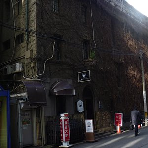蔦の絡まるビル外壁