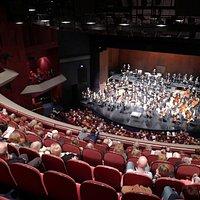 De zaal, met het Symphonieorkest