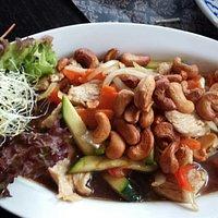 Gele curry kip, Beef oestersaus, noedels met garnalen, kip groenten en cashewnoten,  gebakken ri