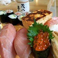 大きなネタと名物の玉子焼きの上寿司