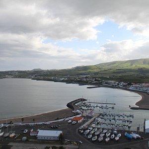 Marina e Porto da Praia da Vitória, vistos do Miradouro do Facho
