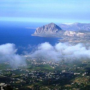 Monte Cofano e la baia del Cornino dalla vetta di Erice