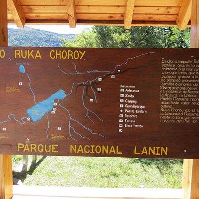 Cartel indicativo de Ruca Choroy