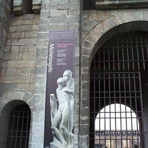 ingresso laterale del Castello