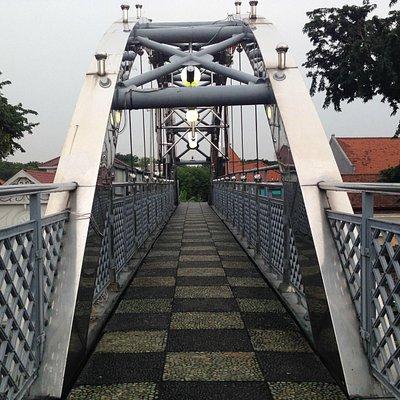 Monumen Gubernur Suryo, Surabaya