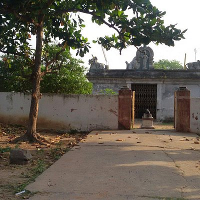 Manamthaviznthaputhur - Lord Shiva Parvathi temple  1000 years old temple situated 2 kms from P