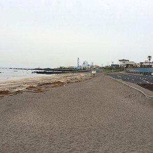 Серо- белый пляж