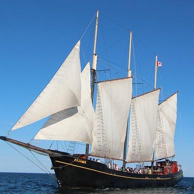 Kajama under Full Sail