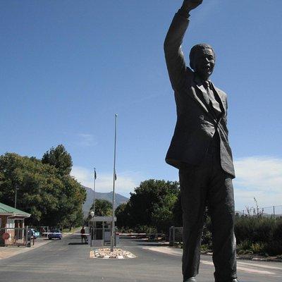 Mandela's statue