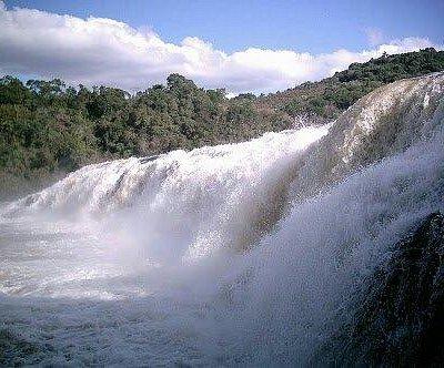 Cachoeira Salto Correntes - 12m de altura e 160m de comprimento
