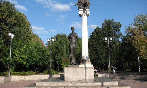 Новособорная площадь, памятник Татьяне