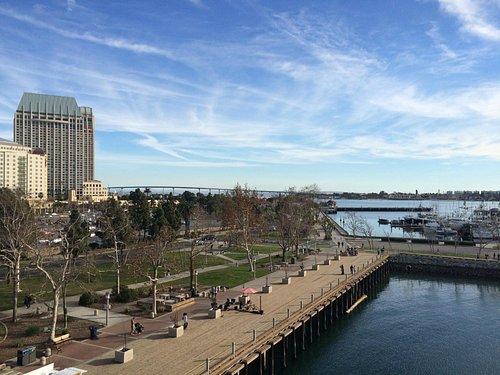 Vista de San Diego Bay Walk a partir do USS Midway