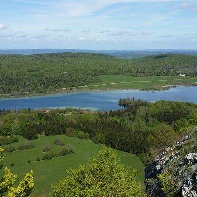 Vue sur le Lac d'Ilay depuis le Pic de l'Aigle