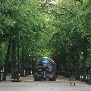 A statue from the hague festivals 2011 at the Lange voorhout